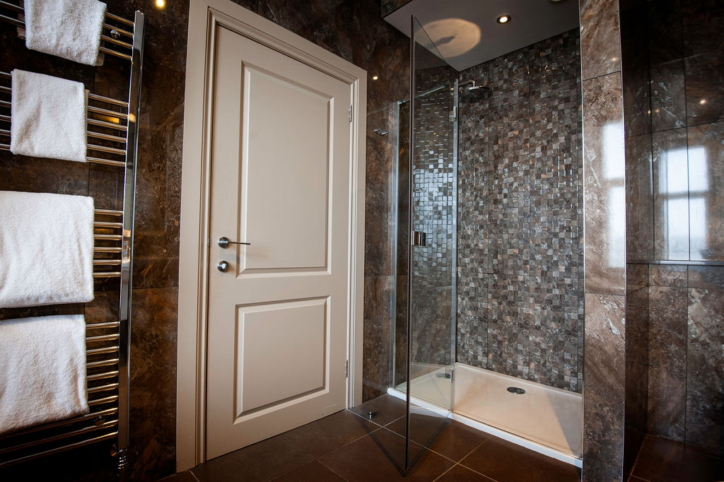Signature Room Bathroom